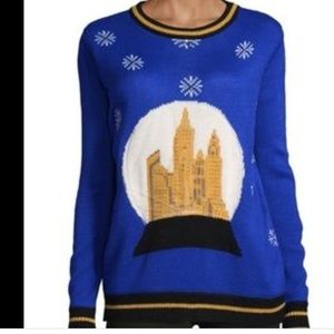 Holiday sweater snow ball graphic crew neck M